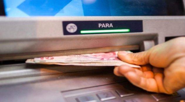 Bankalar, ATM'den günlük limitin üzerinde para çekimine 4-6 TL ücret getirdi