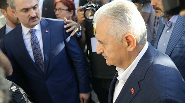 Binali Yıldırım, AK Parti İl Başkanlığı'na geldi