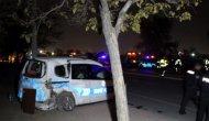 Devriye gezen polis aracına otomobil çarptı: 2'si polis 3 yaralı