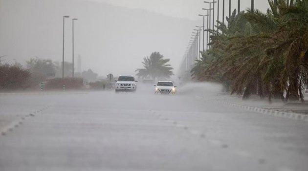 Dubai'de drone'lar yardımıyla yapay yağmur yağdırıldı