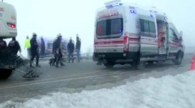 Isparta'da yolcu otobüsü devrildi: 29 yaralı (3)