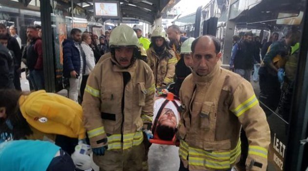 İstanbul'da metrobüsler çarpıştı: 6 yaralı