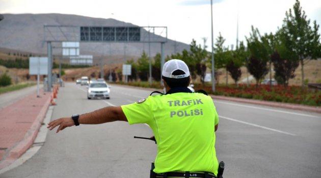 Konya-Ankara karayolunda araç kuyruğu