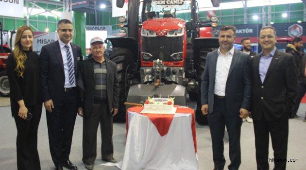 Dev traktör satıldı