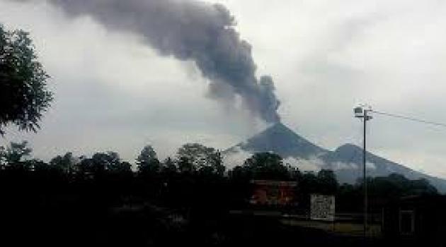 En tehlikeli yanardağ harekete geçti!