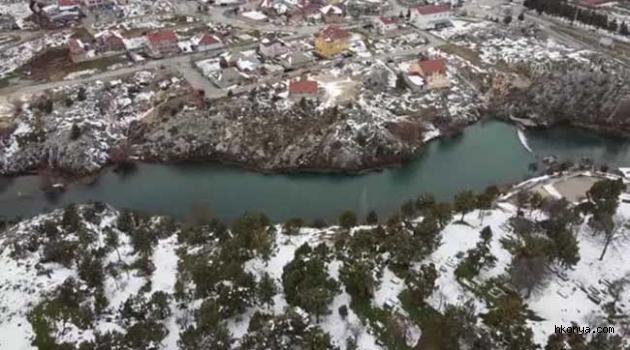Eriyen kar suları, ekili alanları suyla doldurdu