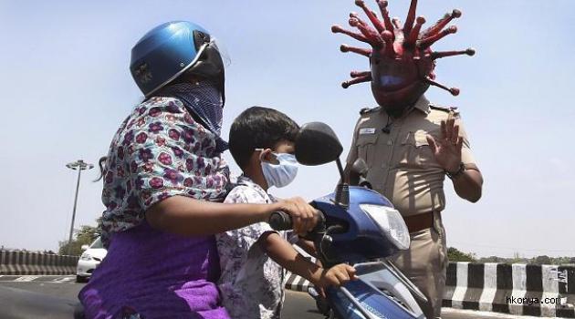 Hindistan polisinden Covid-19 duyarlılığını artırmak için virüs maskeli uyarı