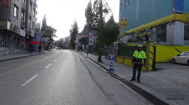 O ilçelerde caddeler ve sokaklar trafiğe kapatıldı