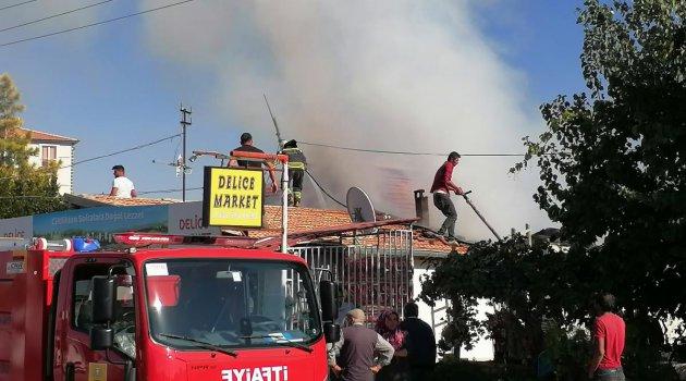 Markette çıkan yangını itfaiye ekipleri söndürdü