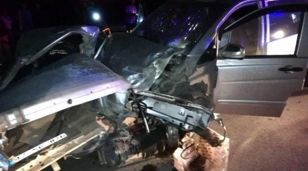 Minibüs ile otomobil çarpıştı: 2 ölü, 11 yaralı (2)