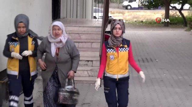 Oğlu tarafından darp edilen yaşlı kadın hastanelik oldu