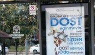 Otobüs duraklarına asılan afişler sosyal medyada tartışma yarattı