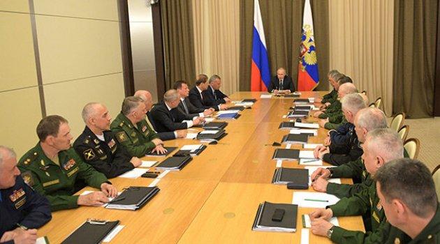Putin'den ülkesinin askeri yönetimiyle bir araya geldi