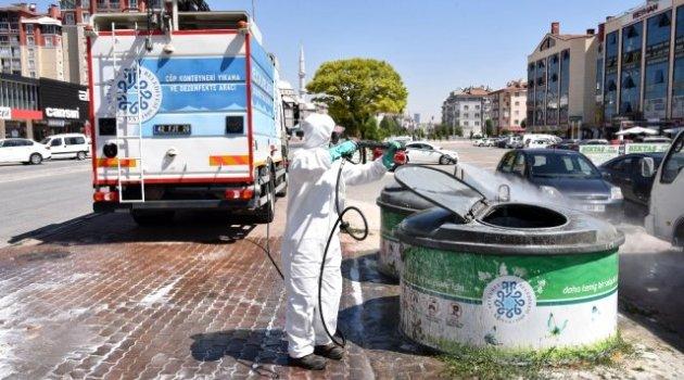 Selçuklu'da çöp konteynerleri dezenfekte ediliyor