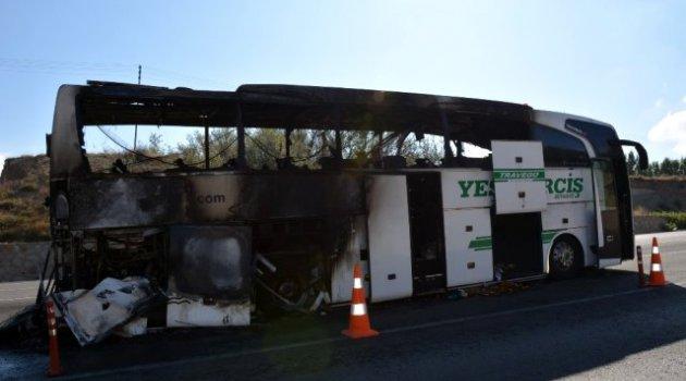 Sivas'ta bir yolcu otobüsü seyir halindeyken alev aldı
