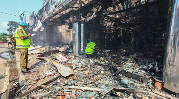 Sri Lanka'da Müslümanlara saldırı! Dükkanlar ve camiler yakıldı, can kaybı var