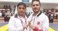 İşitme Engelli Güreşçiler Madalya ile döndü