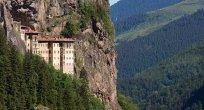Sümela Manastırı açılan ilk kısmıyla yeniden ziyaretçilerini ağırlıyor