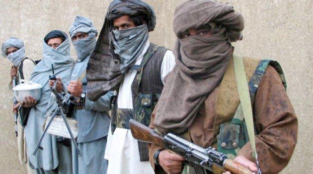 Taliban kapı kapı dolaşıp bu mektubu asıyor