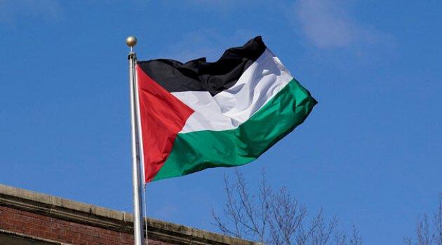 Yahudi yerleşimciler Filistinlilerin arazilerini ateşe verdi