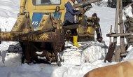 Yaylada kardan mahsur kalan besicilerin yolu yeniden açıldı