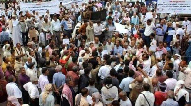 Yemen'in Taiz kentinde maaşlarını almayan öğretmenler protesto düzenledi
