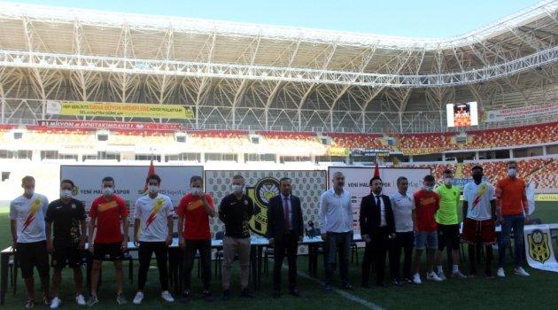 Yeni Malatyaspor'un yeni transferleri tanıtıldı